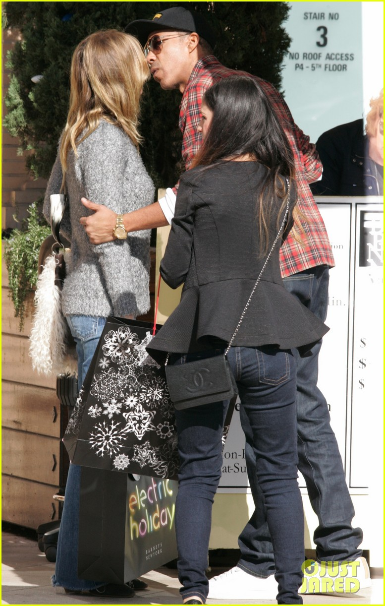 ellen pompeo chris ivery post christmas shopping 032781245