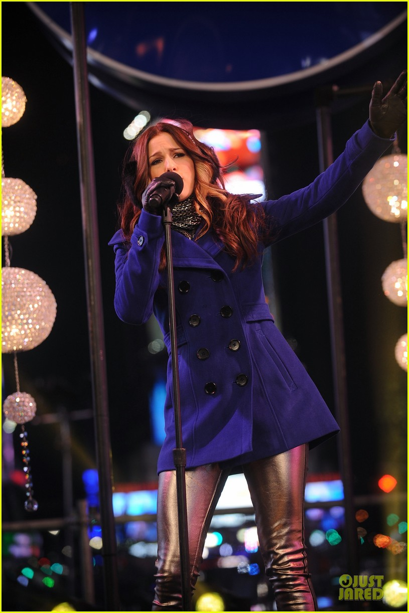 cassadee pope new years eve 2013 with carson daly performer 032783060