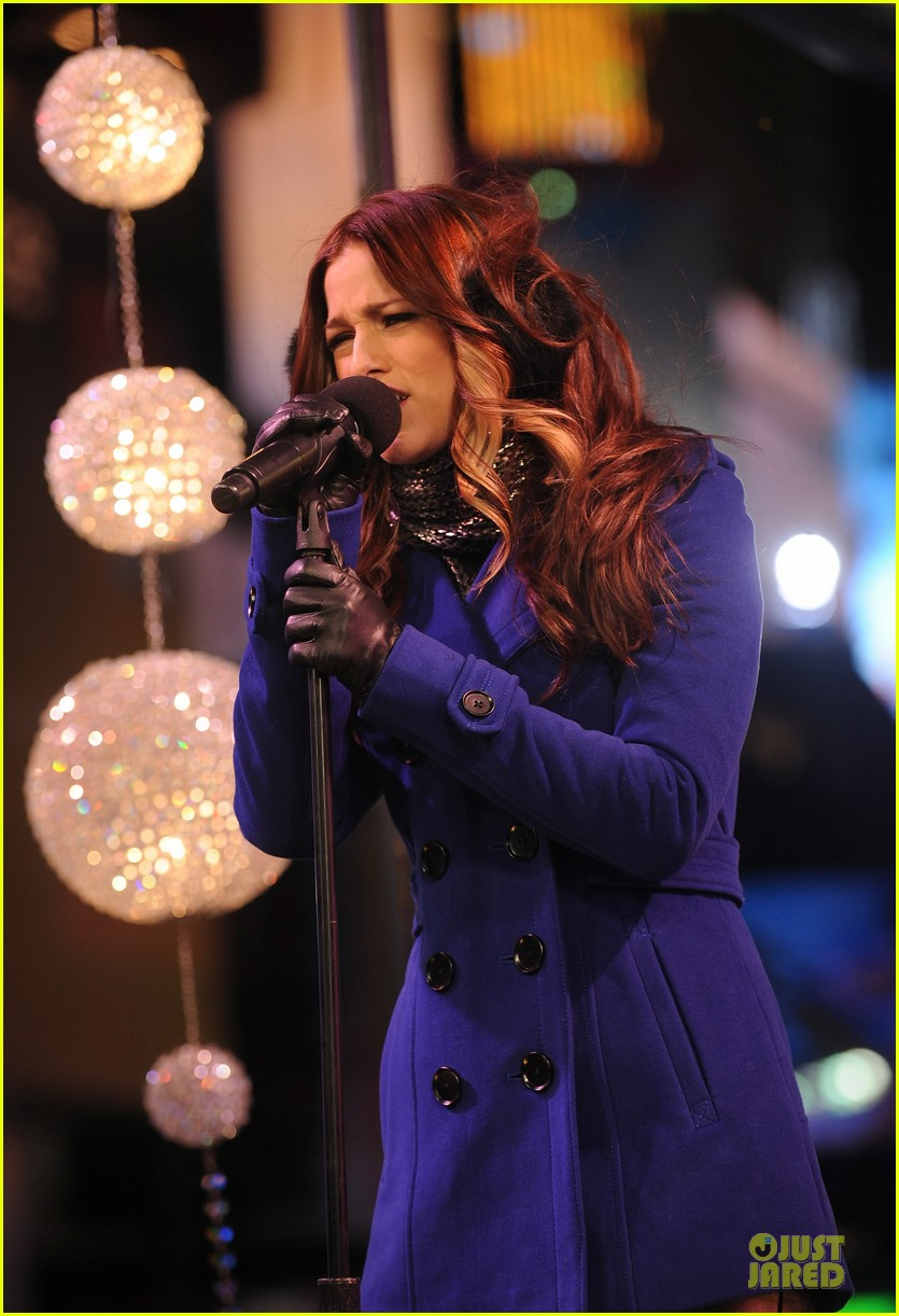 cassadee pope new years eve 2013 with carson daly performer 05
