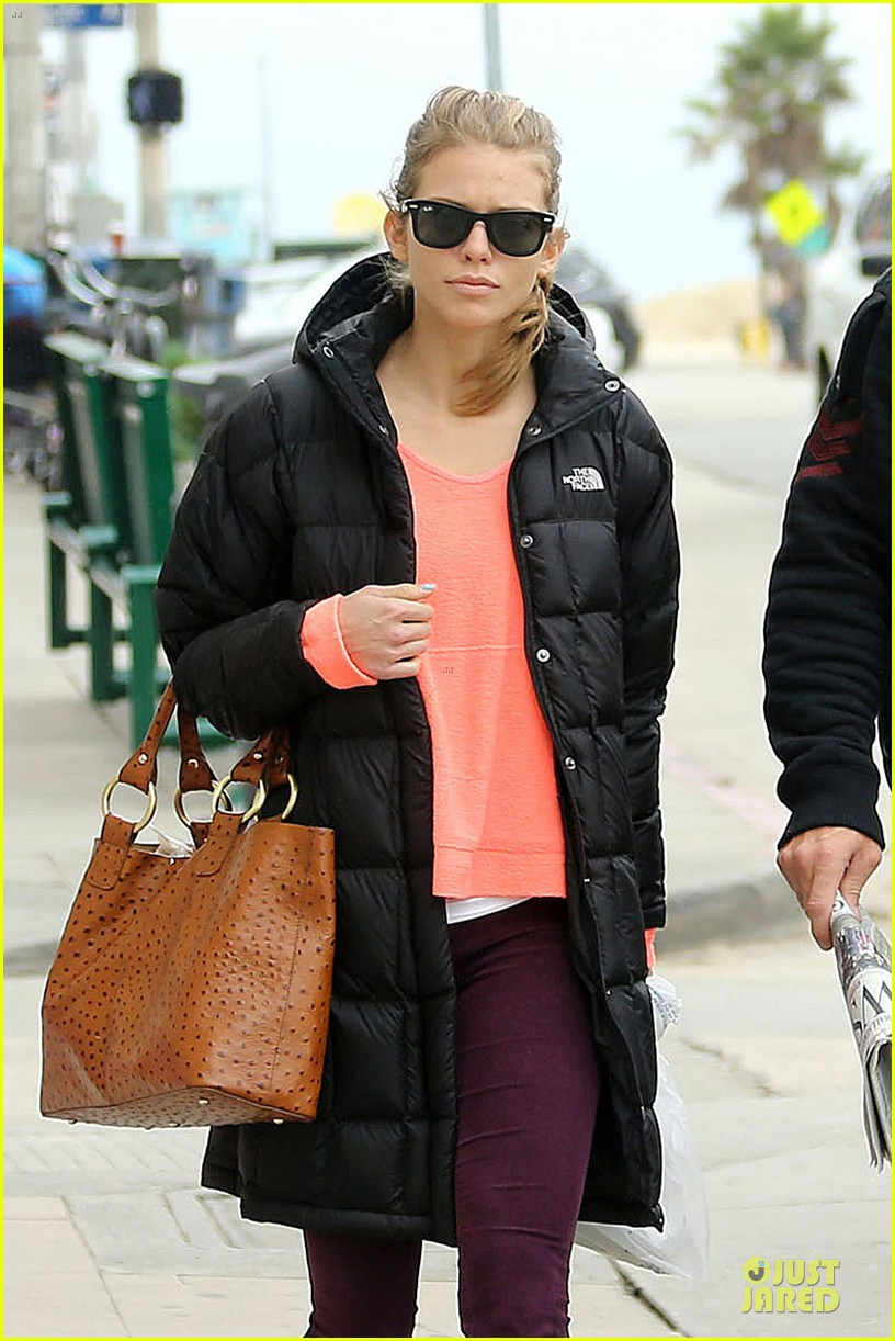 annalynne mccord & dominic purcell coffee strolling couple 082777159