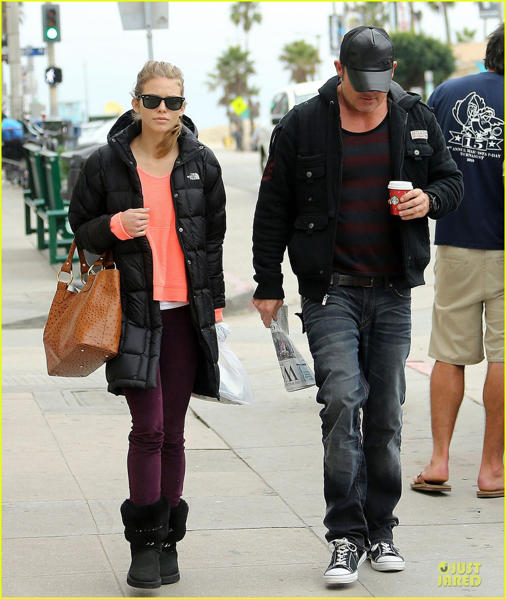 annalynne mccord & dominic purcell coffee strolling couple 102777161