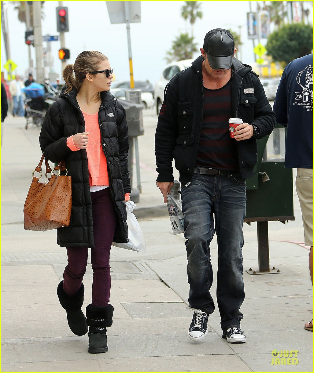 annalynne mccord & dominic purcell coffee strolling couple 112777162