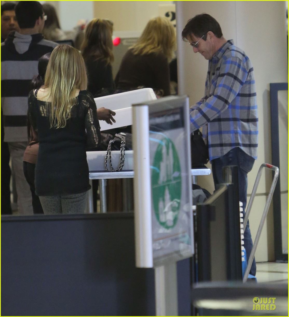 dennis quaid lax departure with a mystery woman 052781970