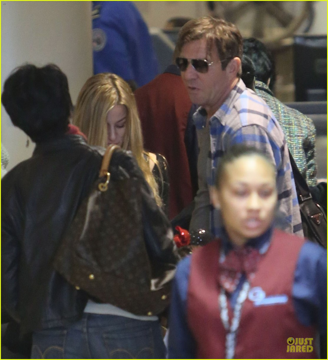 dennis quaid lax departure with a mystery woman 132781978