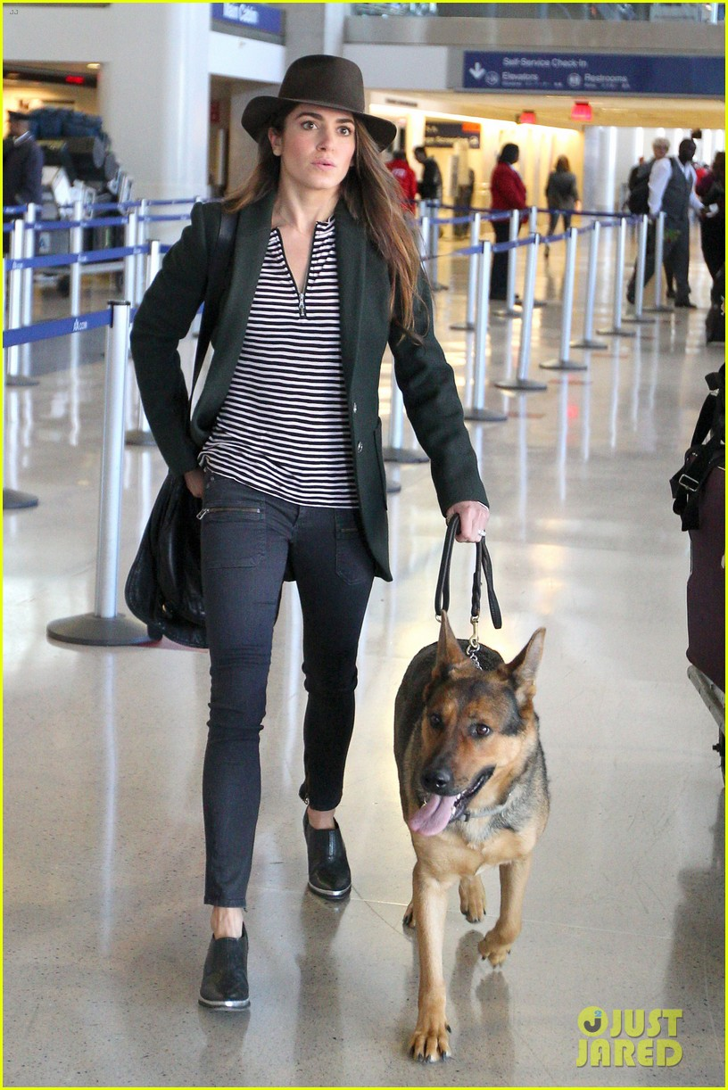 nikki reed paul mcdonald airport with pups 01