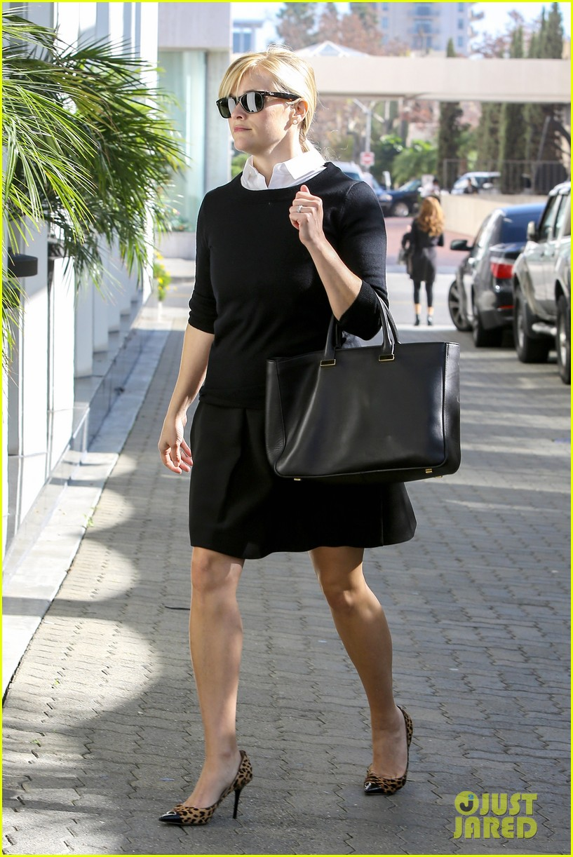 reese witherspoon im crawling back to my pre baby weight 092773235