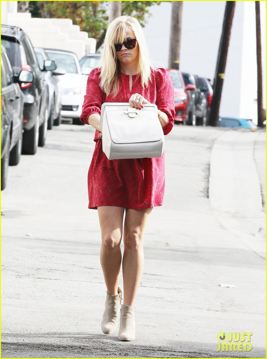 reese witherspoon i love mindy kaling 122775438
