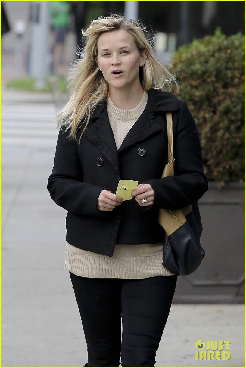 mindy kaling reese witherspoon lunch 132767429