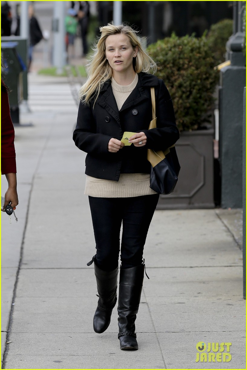 mindy kaling reese witherspoon lunch 142767430