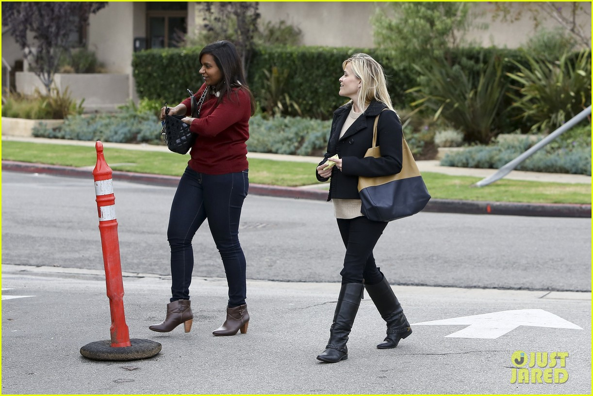mindy kaling reese witherspoon lunch 162767432