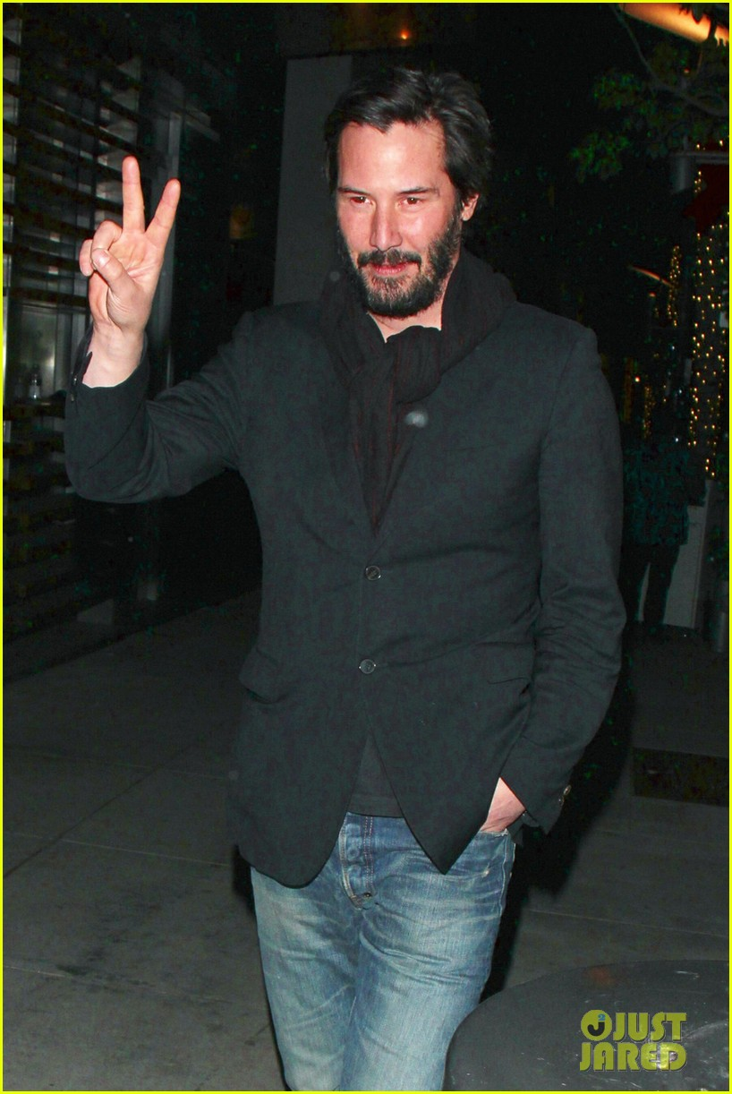 keanu reeves peace out 2012 022782869