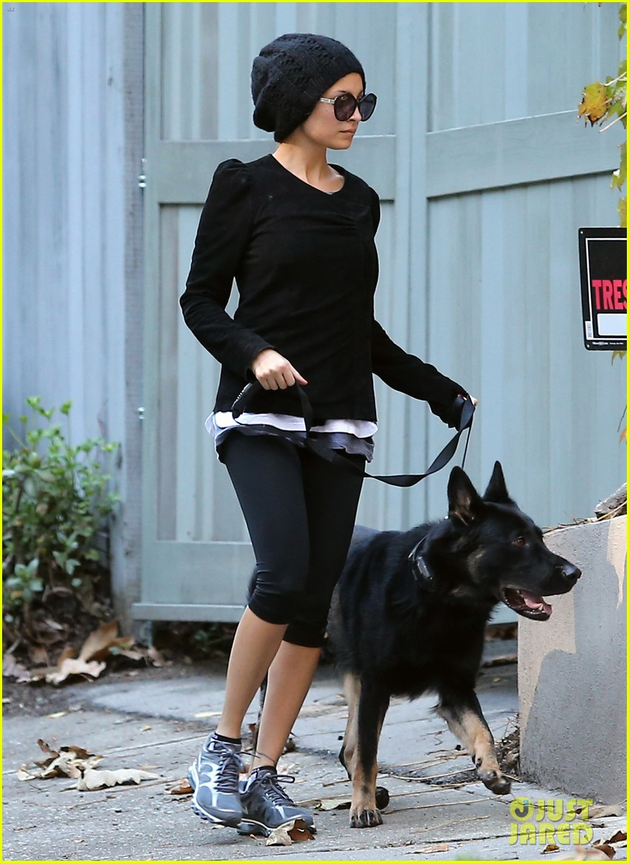 nicole richie morning stroll with her pup iro 05