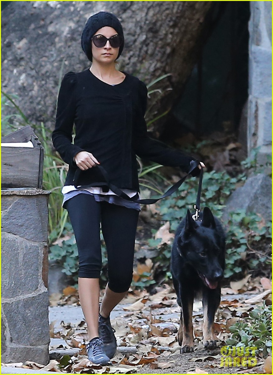 nicole richie morning stroll with her pup iro 092776853