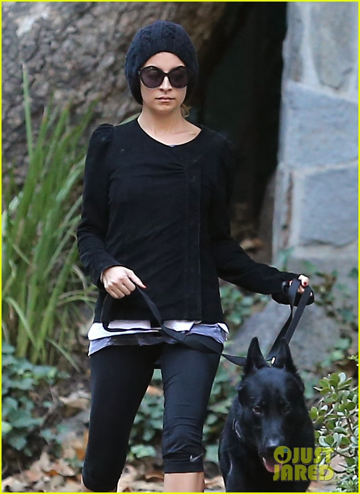 nicole richie morning stroll with her pup iro 11