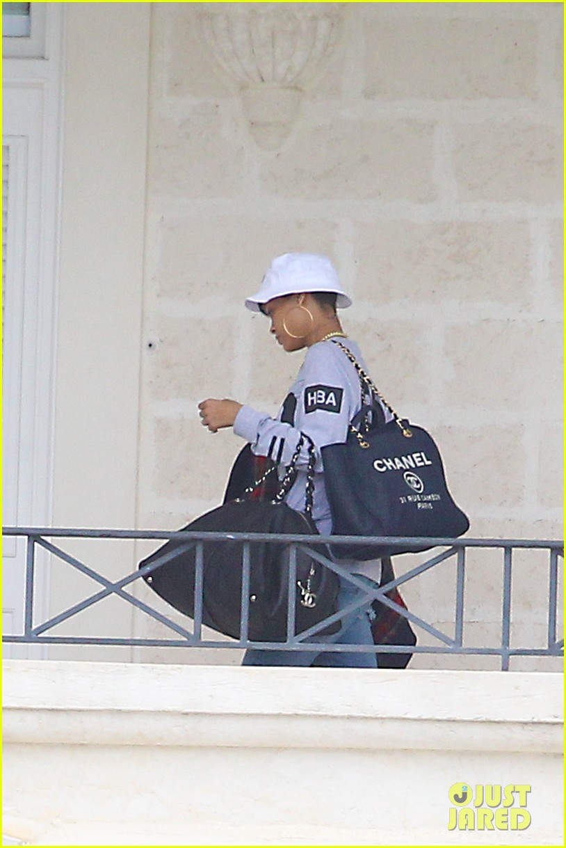rihanna gran gran dolly memorial at barbados hospital 01