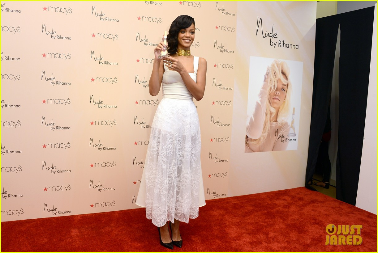 rihanna nude fragrance launch 042767524