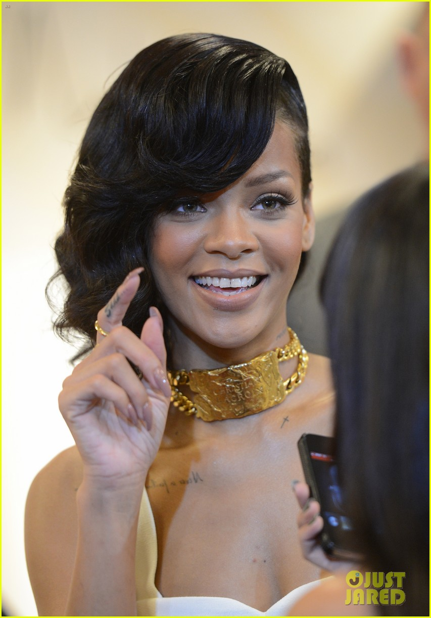 rihanna nude fragrance launch 212767541