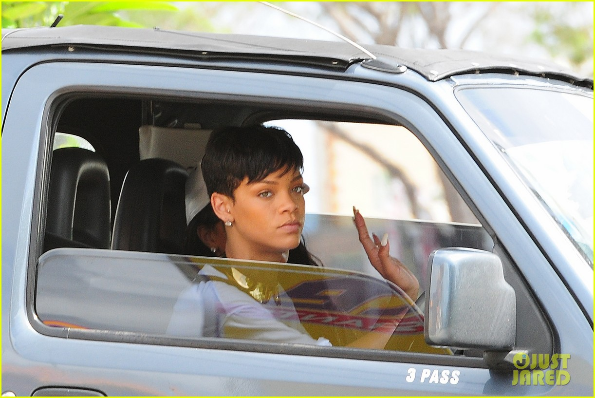 rihanna holiday shopping in barbados 16