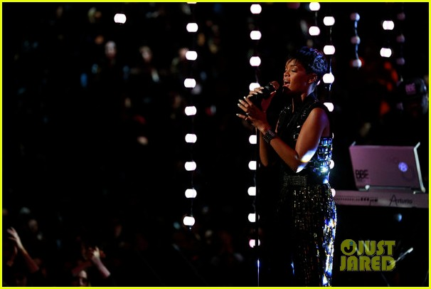 rihanna diamonds on the voice finale watch now 05