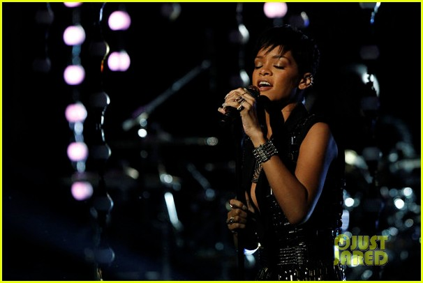 rihanna diamonds on the voice finale watch now 062778052