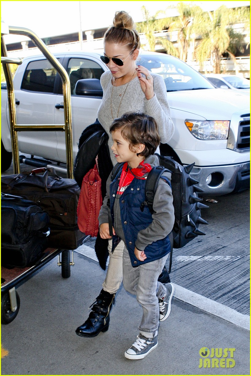 leann rimes post holiday nashville trip with the family 082781062