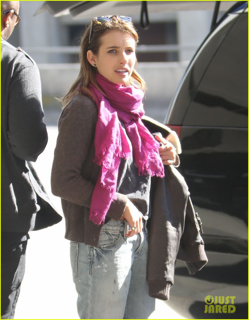 emma roberts i forgot to take a santa photo 10