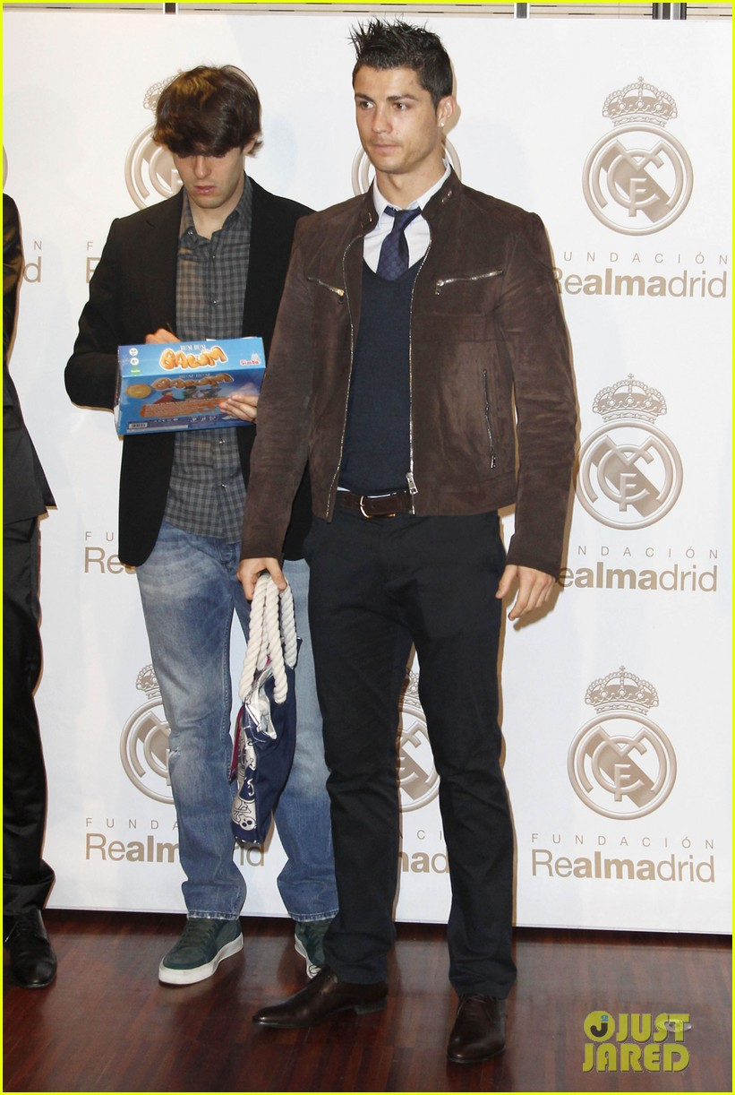 cristiano ronaldo no child without toys campaign 012777223