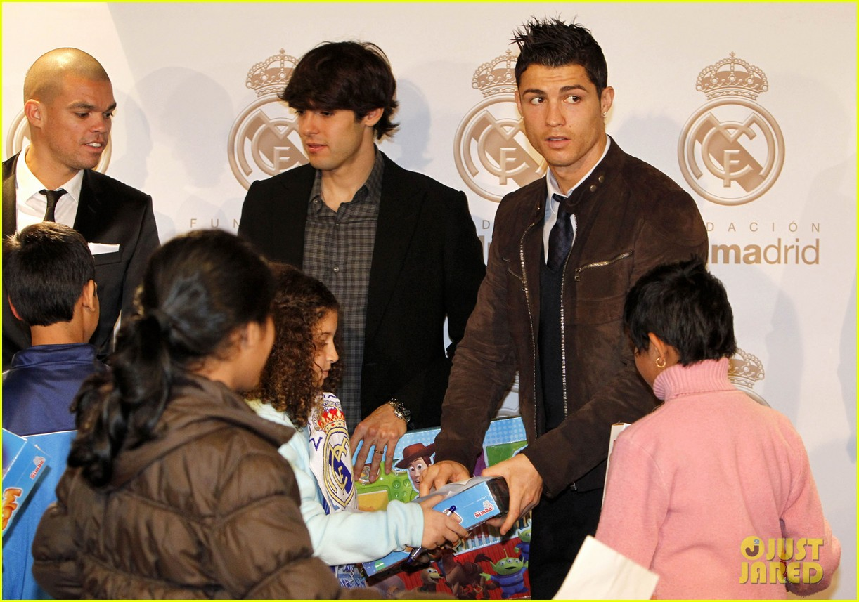 cristiano ronaldo no child without toys campaign 082777230