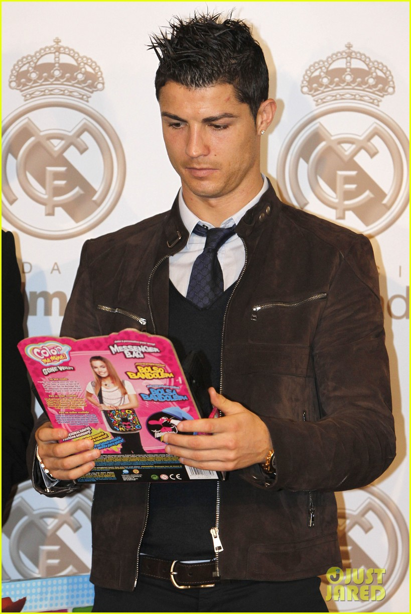 cristiano ronaldo no child without toys campaign 092777231