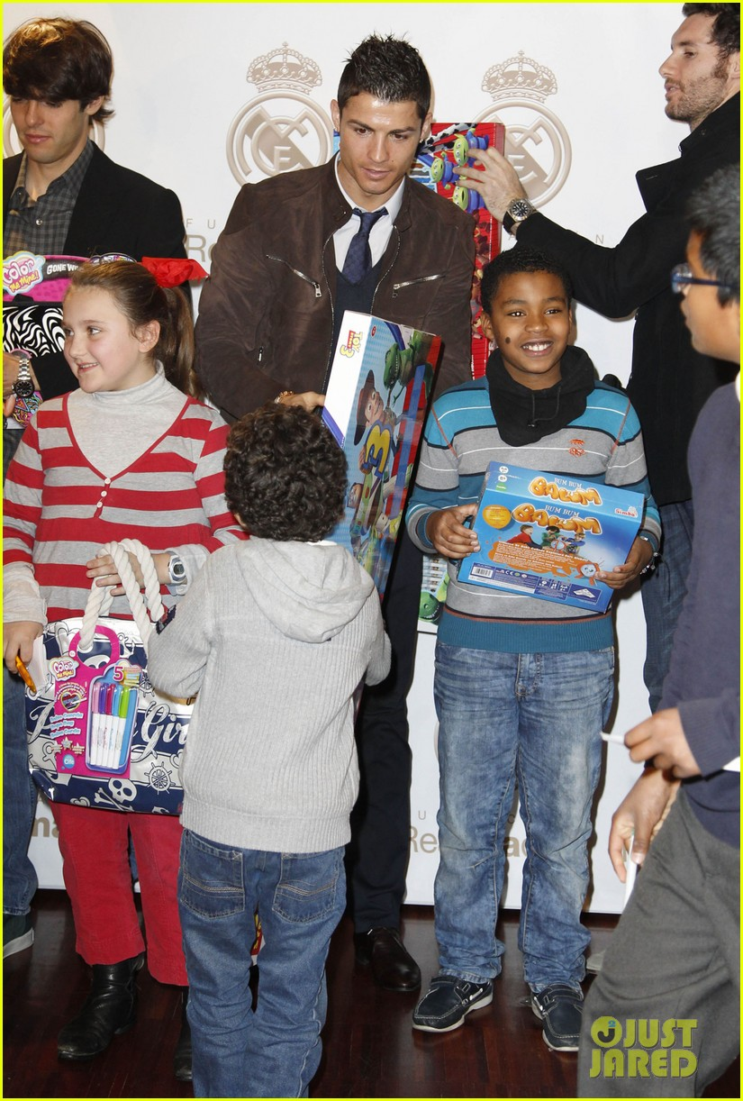 cristiano ronaldo no child without toys campaign 112777233