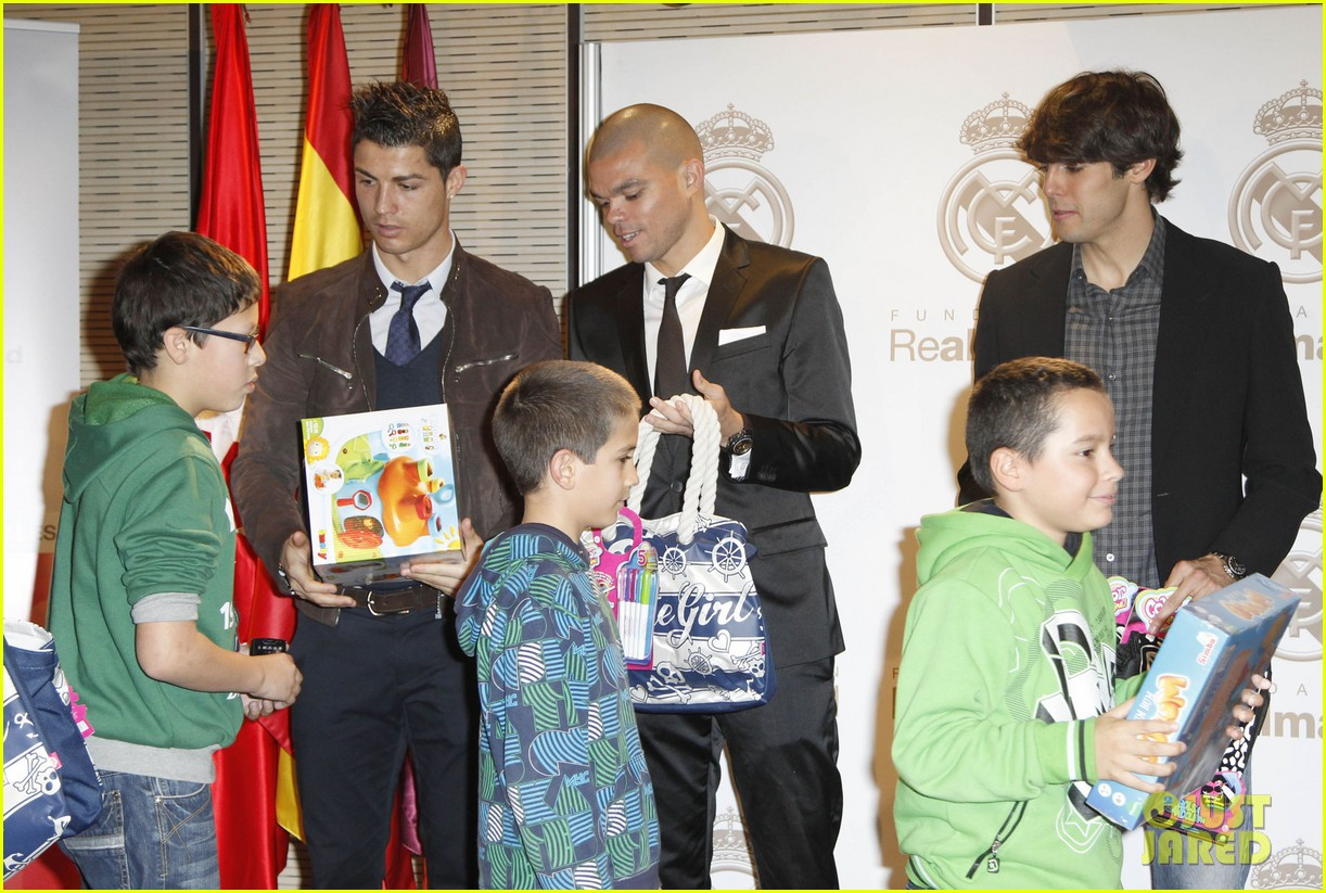 cristiano ronaldo no child without toys campaign 132777235