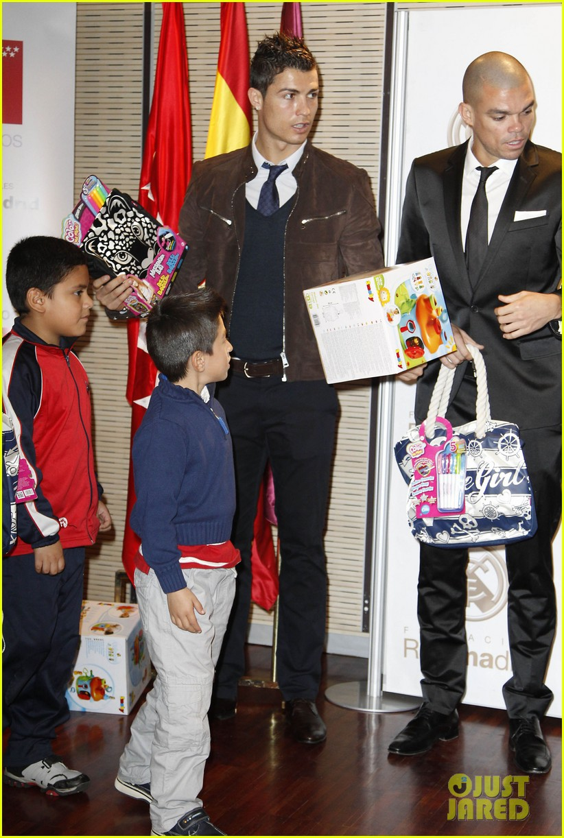 cristiano ronaldo no child without toys campaign 142777236
