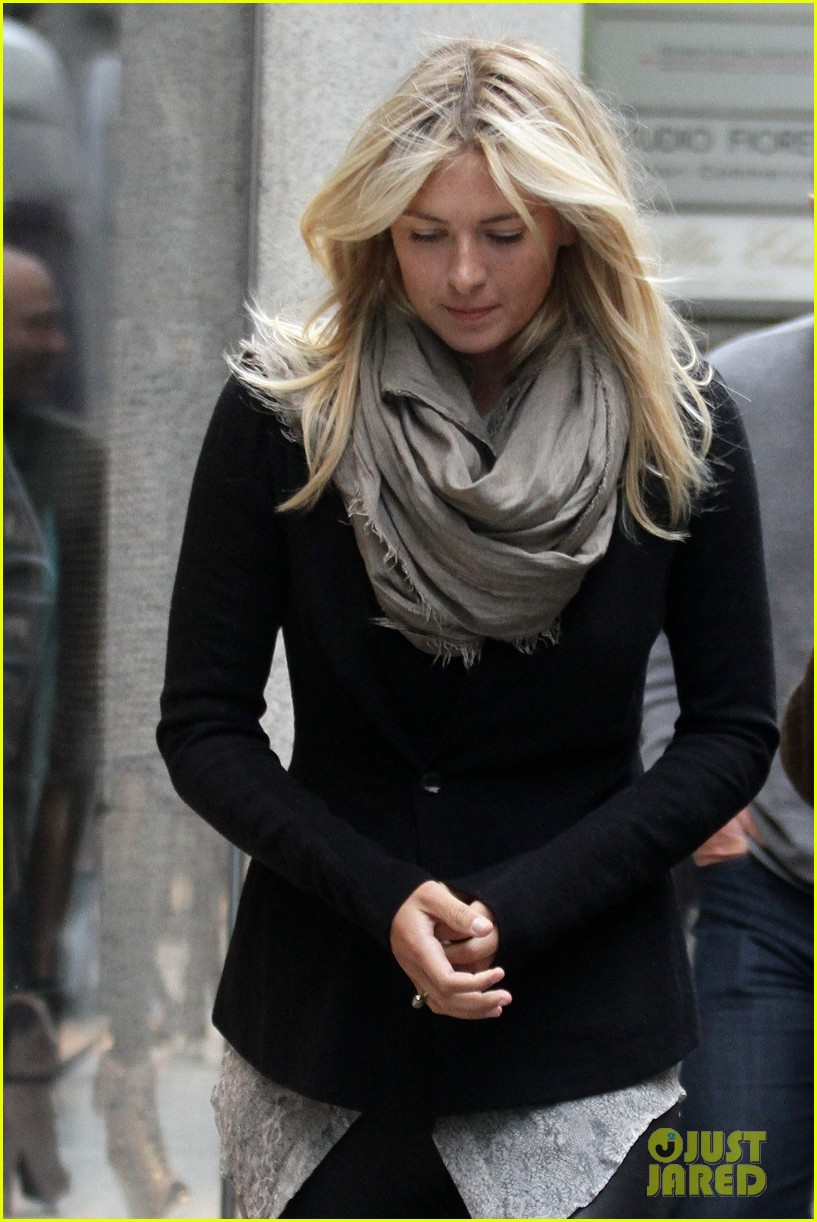 maria sharapova christmas shopping at armani milan store 072767662
