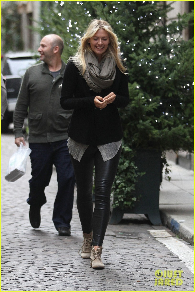 maria sharapova christmas shopping at armani milan store 14