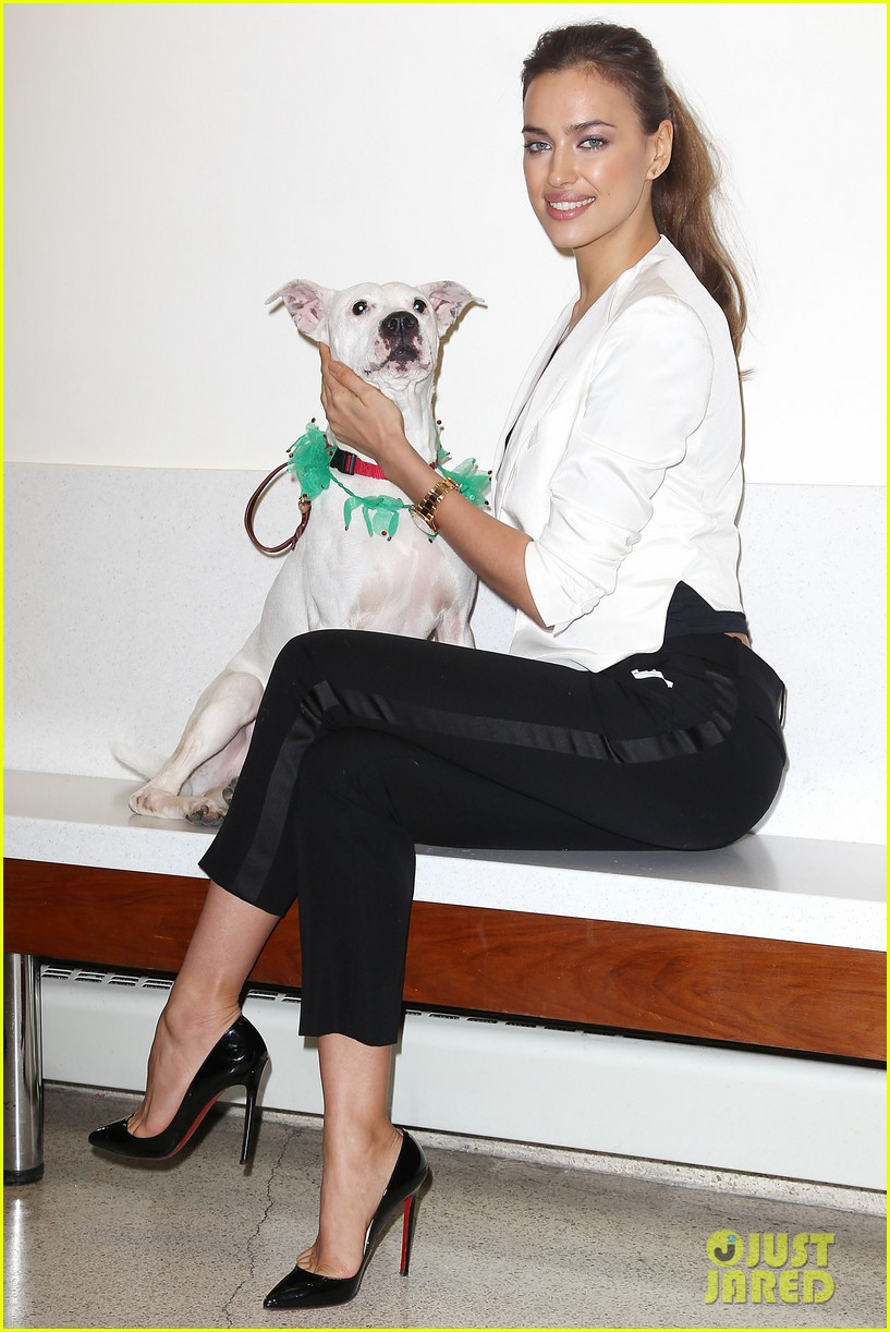 irina shayk aspca adoption center visit 012776012