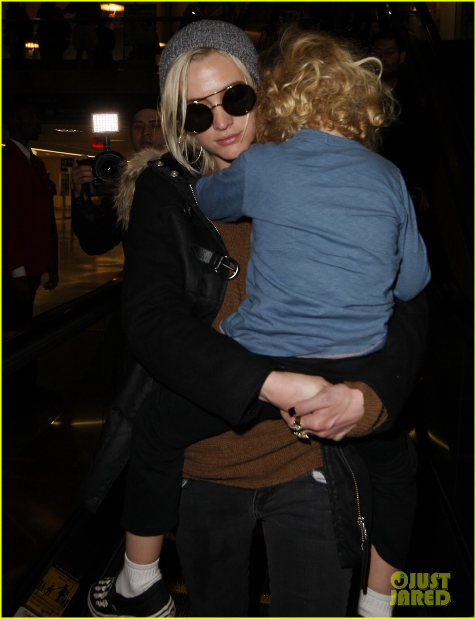 ashlee simpson bronx back in los angeles 022767254