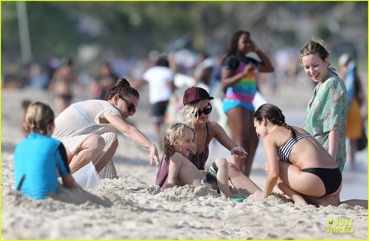 ashlee simpson beach bonding with bronx 082782635