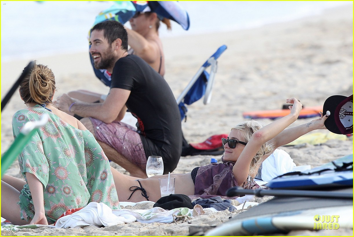ashlee simpson beach bonding with bronx 20