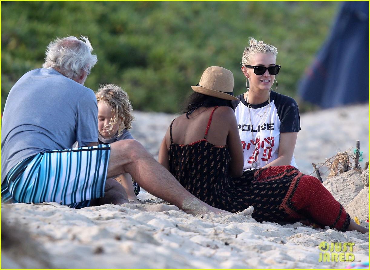 ashlee simpson beach kisses for bronx 132781789