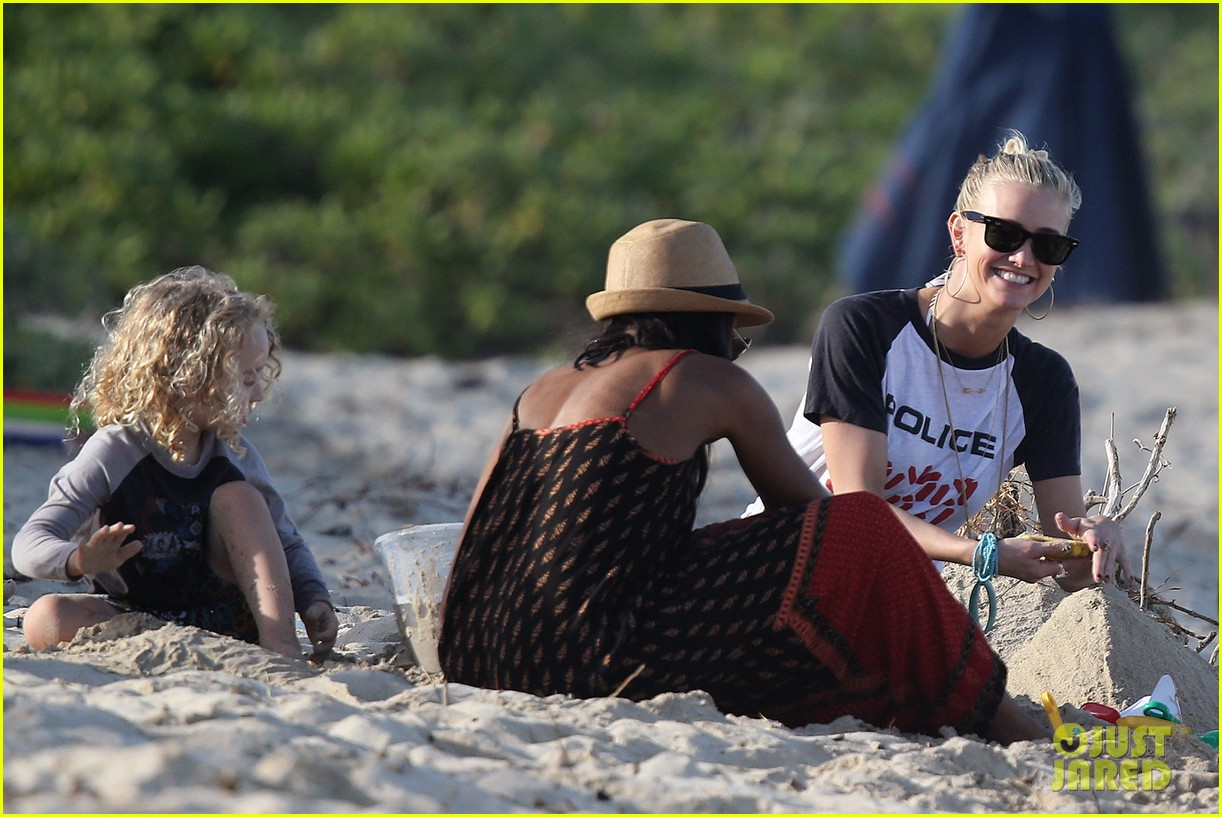 ashlee simpson beach kisses for bronx 172781793
