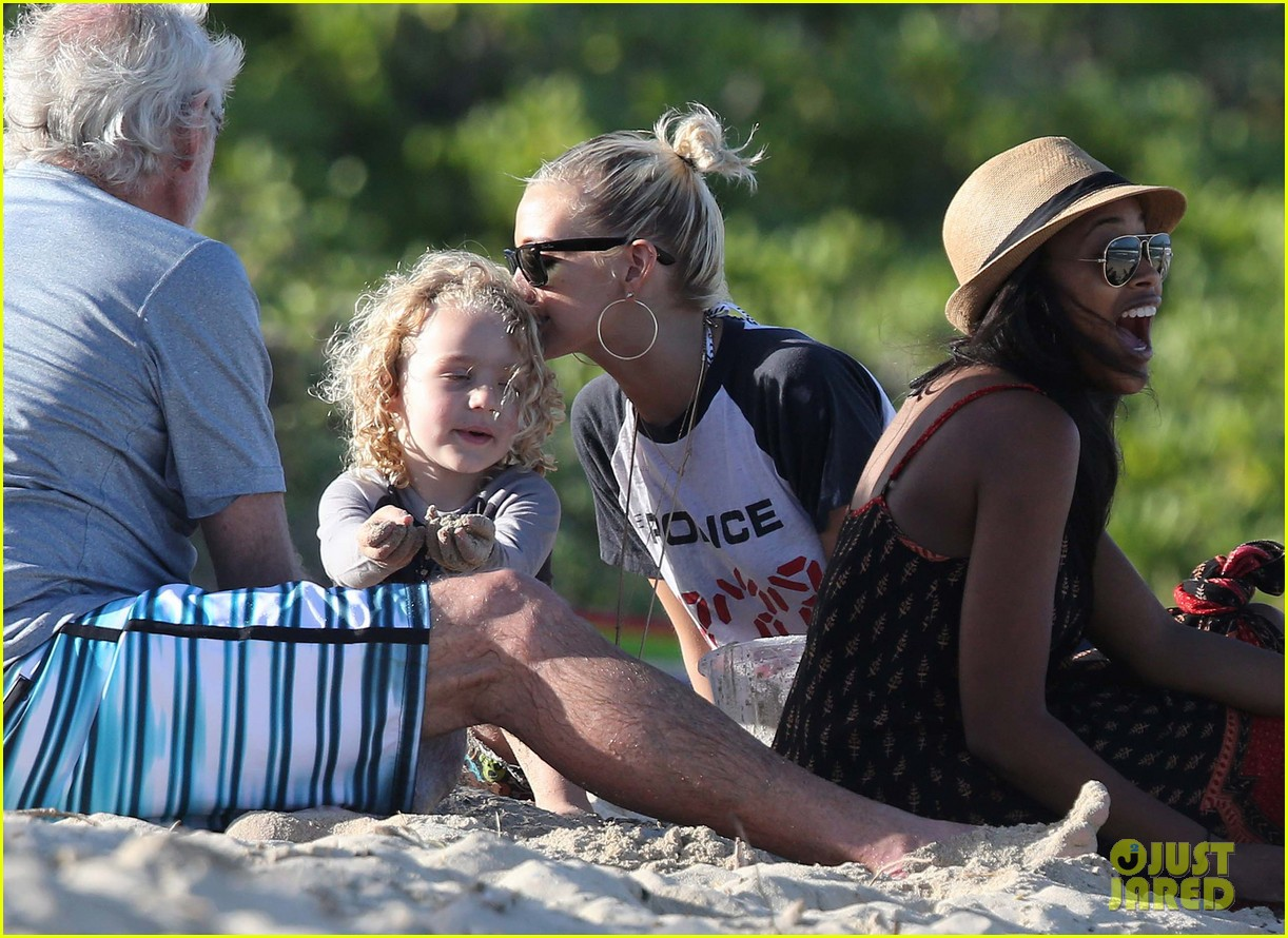 ashlee simpson beach kisses for bronx 192781795