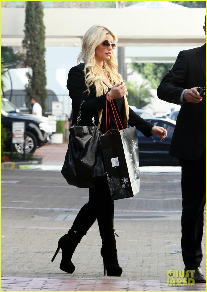 jessica simpson saks shopping spree in stilettos 032773198