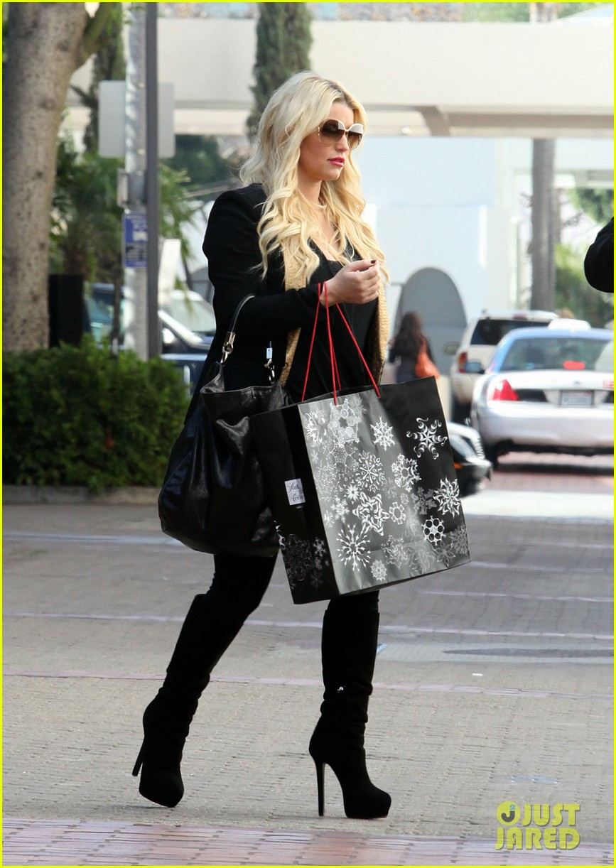 jessica simpson saks shopping spree in stilettos 112773206