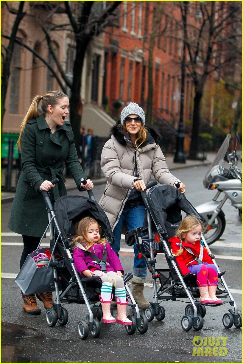 sarah jessica parker bundled up school run 032777280