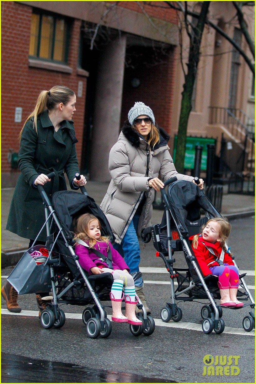 sarah jessica parker bundled up school run 072777284