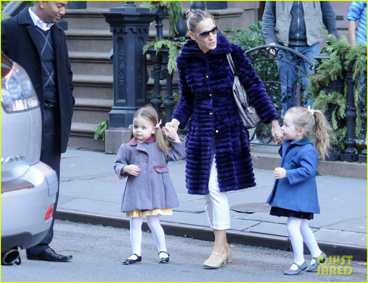 sarah jessica parker wednesday walk with the twins 01