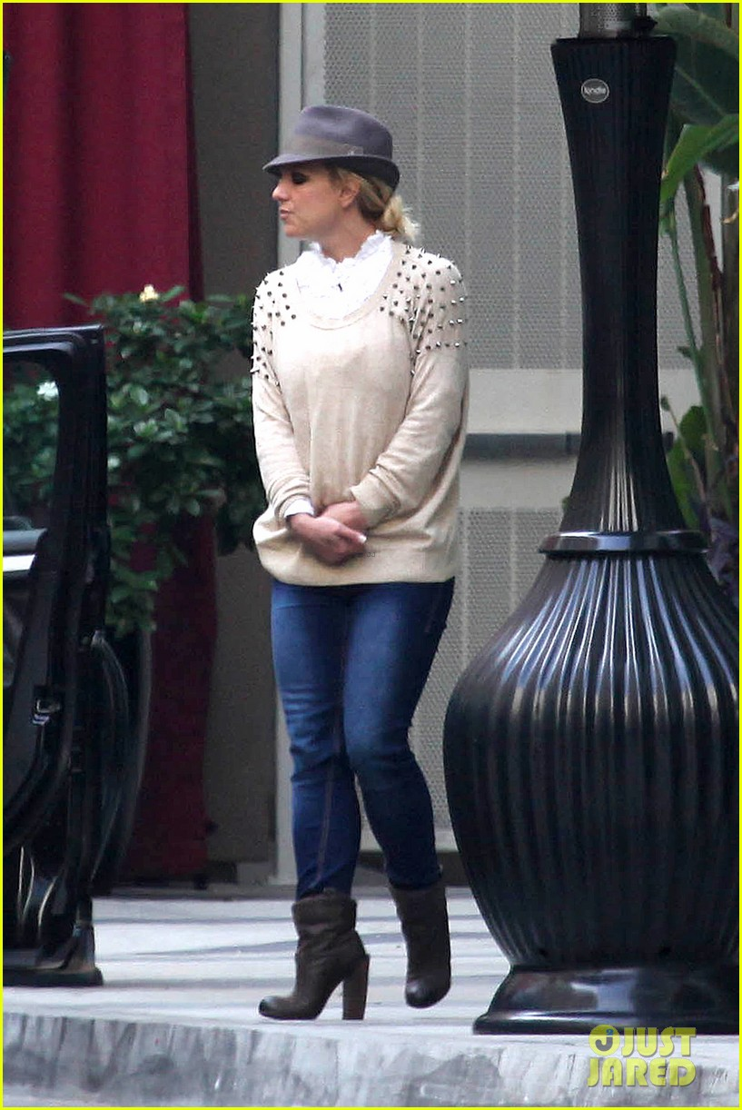britney spears west hollywood lunch 082770633