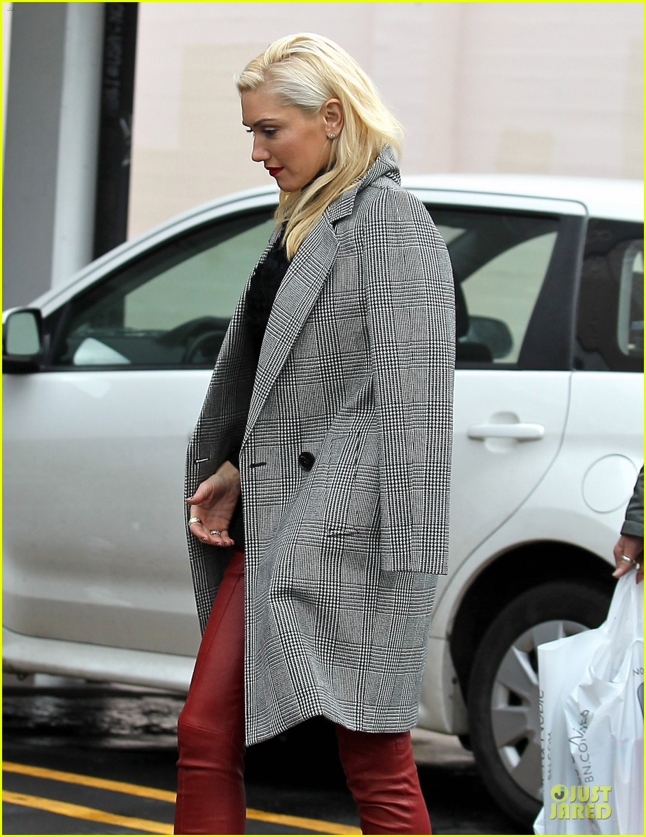 gwen stefani & gavin rossdale holiday shopping couple 04