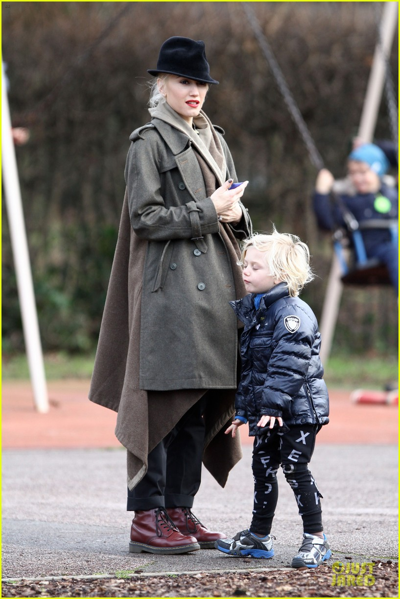 gwen stefani & gavin rossdale primrose hill park stroll with the boys 022780263