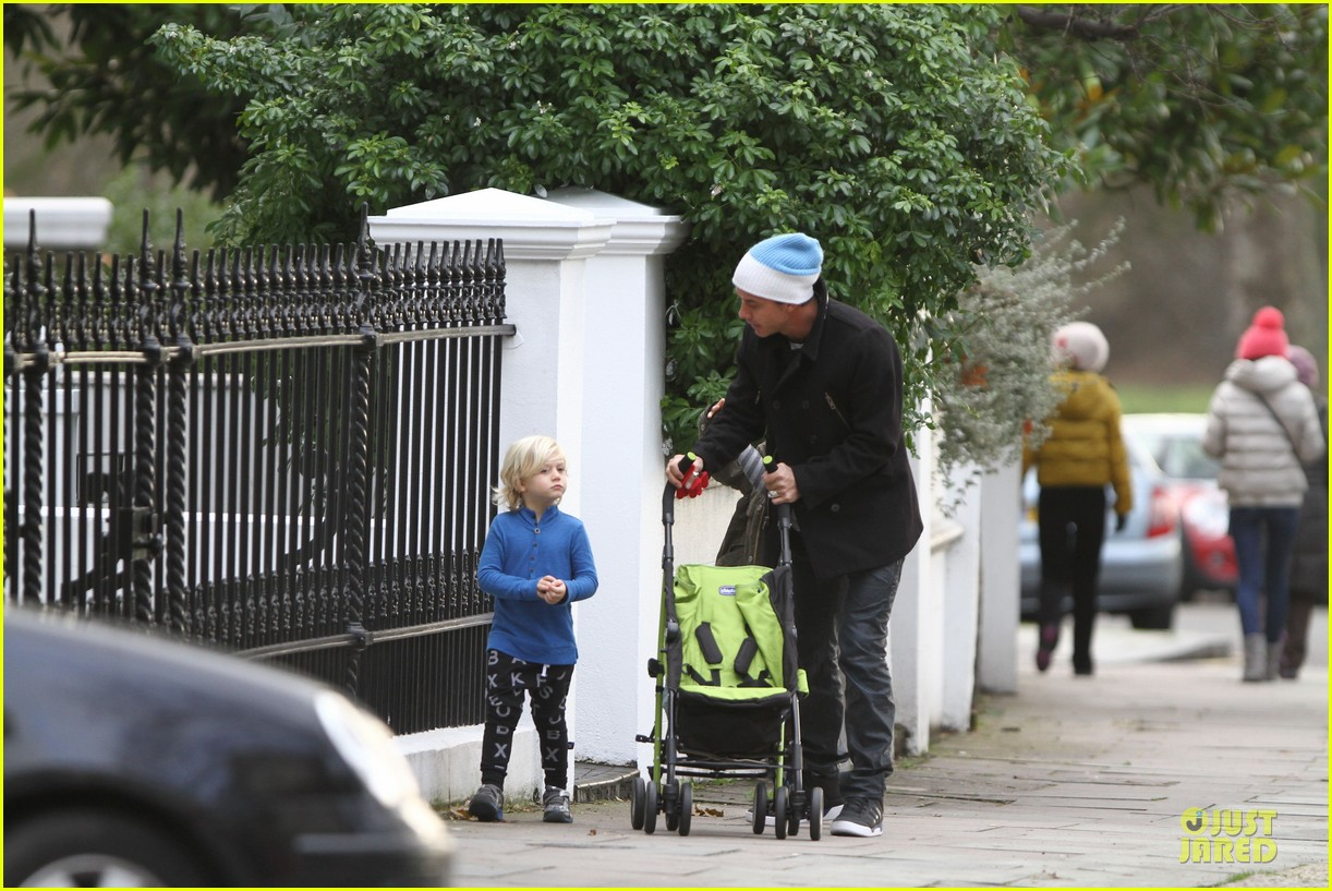 gwen stefani & gavin rossdale primrose hill park stroll with the boys 082780269